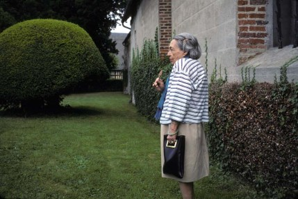 Marguerite Duras dans l'Žglise de Vauville, Normandie. 1991